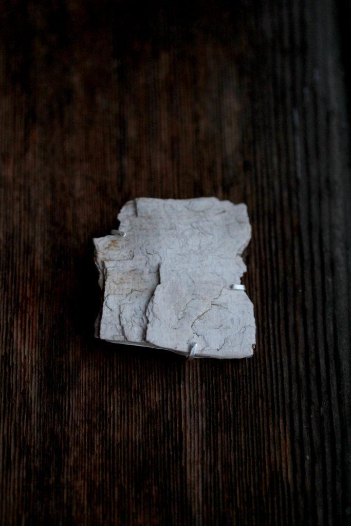 珪化木ブローチ:アーカイブ